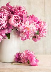 Obraz Pink peonies in vase - fototapety do salonu