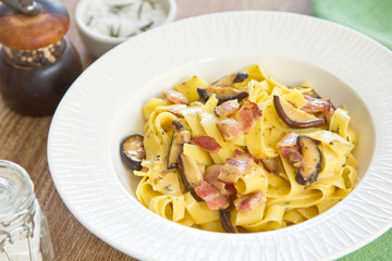 Fettuccine Carbonara with bacon and mushroom