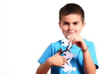 bambino taglia figure di carta