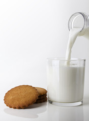 milk with cookies