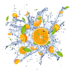 Fotobehang Opspattend water Fresh oranges in water splash , isolated on white background
