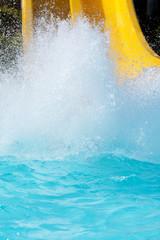 Wasserrutsche -Wasserlandung