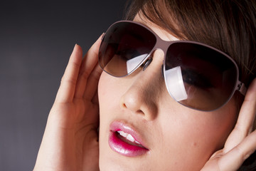 sunny day, female model pose with sunglasses.