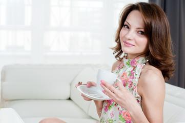 Frau mit Kaffetasse
