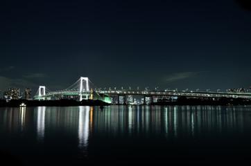 Rainbowbridge Tokyo in der Nacht