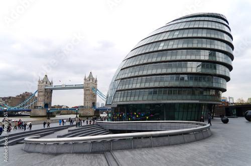 Londra architettura moderna sullo sfondo del tower for Architettura moderna londra