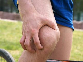 Stechende Schmerzen im Kniegelenk beim Radfahren