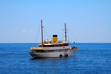 the classic 1930s cruising yacht