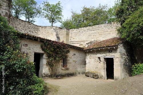 Maison troglodyte rochemenier photo libre de droits sur for Acheter maison troglodyte