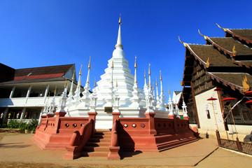 Beautiful temple in Thailand : Chiangmai (Wat pun tao)