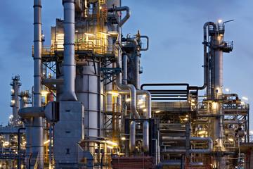 Erdölraffinerie in Hamburg bei Nacht, refinery at night
