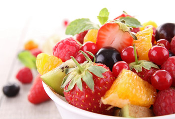 Photo sur Aluminium Fruits isolated fruit salad