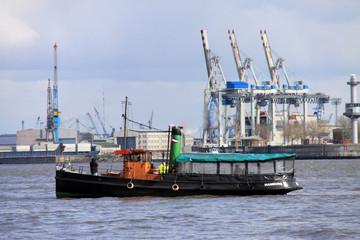 Kutter im Hafen Hamburg