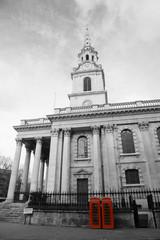 Foto op Canvas Rood, zwart, wit St Martin in the fields church