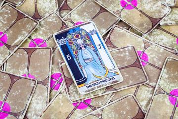 The High Priestess, Tarot card, Major Arcana (2)