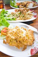 rice with omelet and thai papaya salad