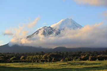Keuken foto achterwand Nieuw Zeeland Taranaki (Mt.Egmont) volcano covered with snow, New Zealand