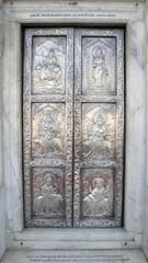 Puerta del templo de Sri Durgiana de Amritsar, Punjab, India
