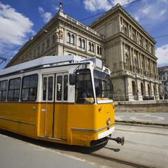 tram giallo a budapest