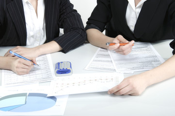 planowanie strategii biznesowej przy stole