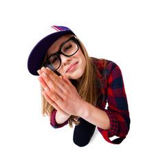 Jugendliche mit flehender Geste