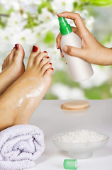 Fototapete - moisturizing the feet in the spa salon