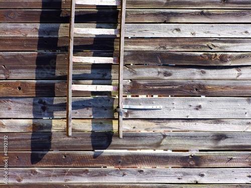alte holzleiter an einer scheunenwand stockfotos und lizenzfreie bilder auf bild. Black Bedroom Furniture Sets. Home Design Ideas