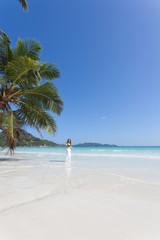 Woman at Anse Volbert - Seychellen - Seychelles