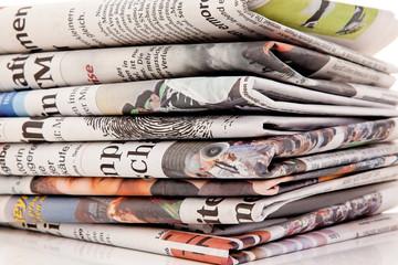 Fotobehang Kranten Stapel von alten Zeitungen und Zeitschriften
