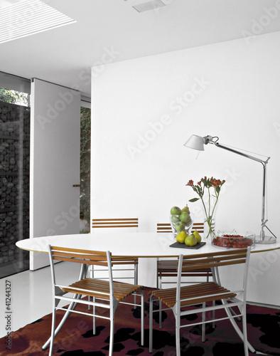 """""""tavolo da pranzo bianco nella cucina moderna"""" Immagini e Fotografie Royalty Free su Fotolia.com ..."""
