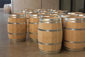 Wall Mural - Barriles de vino nuevos