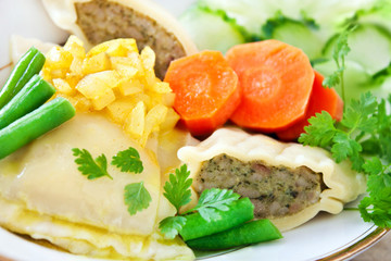 Maultaschen -  Gemüse - Zwiebeln