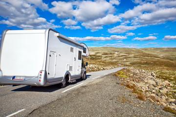 Fototapete - Camper traveling