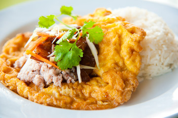 Hot rice with omelet, pork, green herbs and chili sauce