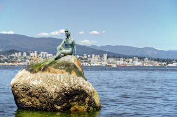 A girl sitting on a rock in Vancouver BC. Fototapete