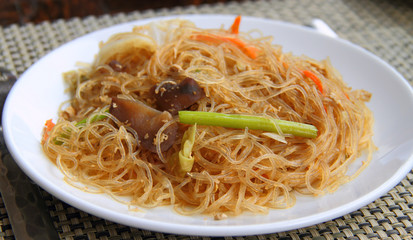 Rice noodles with carrots, cabbage and celery