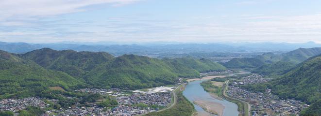山脈と長良川