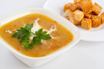 Fresh cream vegetable soup with roasted bread pieces