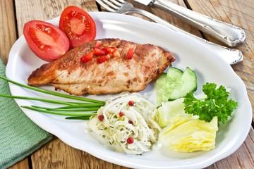 Geflügel und Salat
