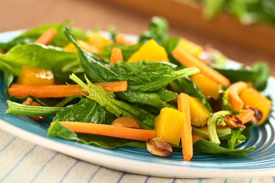 Spinach, mango and carrot salad with peanuts