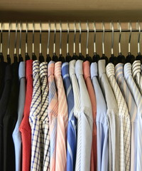 Hemden im Schrank