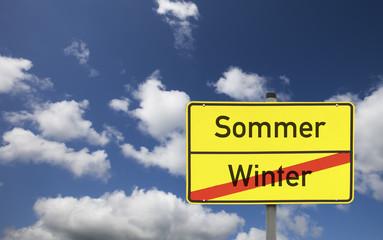 Schild Winter und Sommer