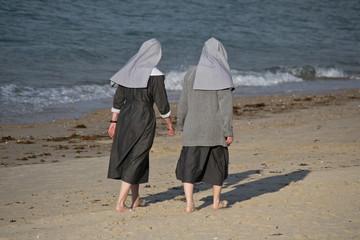 Religieuses en promenade