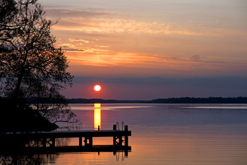 Papiers peints Jetee Sunset over lake