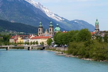 Innsbruck mit Dom und grünem Inn