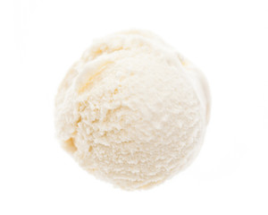 Eine Kugel Kokoseis von oben auf weißem Hintergrund