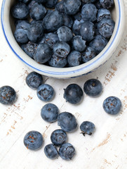 bowl with fresh blueberries on wooden table