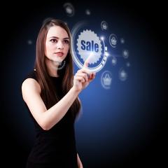 junge Frau drückt auf Sale-Button