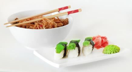 суши с авакадо и лапша