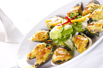 Cheese mussel, Baked mussels with cheese and garlic